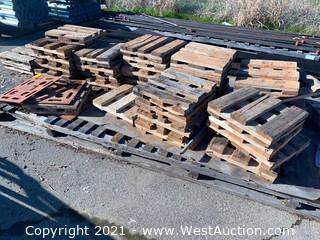Oversized Pallet of 2' Mini Pallets & (4) 2' x 2' Steel Panels