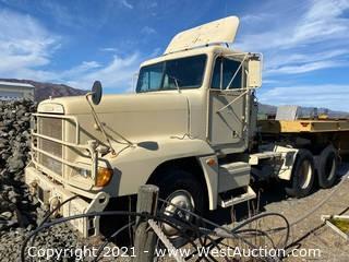 2001 Freightliner Semi Truck