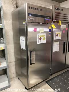 "Everest Refrigeration ESF1 29-1/4"" Solid Door Upright Reach-In Freezer - 23 Cu. Ft."
