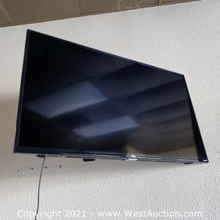 "TCL 42"" 4K HDR Roku Flatscreen 43S421 & Mount"