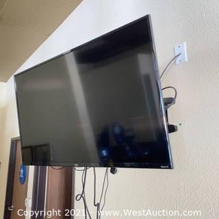 "TCL 42"" 4K HDR Roku Flatscreen TV 43S421 & Mount"