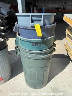 (5) Rubbermaid Trashcans