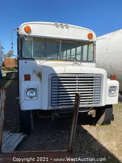1977 Loadstar 1700 Bus