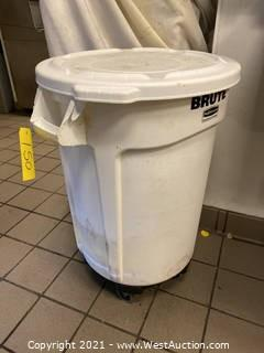 Brute Trash Can With Roller