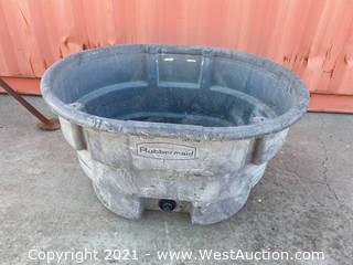 Rubbermaid 70 Gallon Water Trough