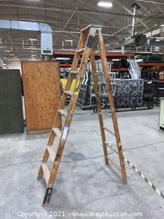 8' Wooden Step Ladder