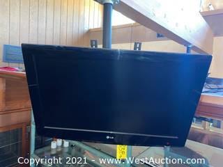 "LG 32"" Flatscreen TV & Peerless Hanging Mount"
