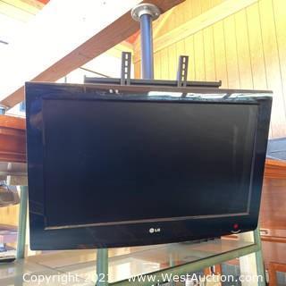 "LG 32"" Flatscreen TV & Hanging Mount"