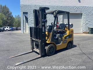 Caterpillar 2C6000 5,750lb Capacity Forklift