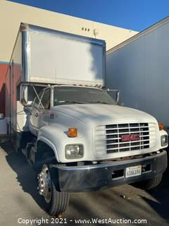 2001 GMC C6500 Double Cab Box Truck (Video of Truck Running)